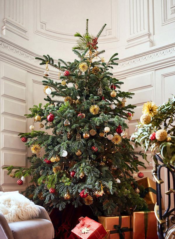 Decoração clássica em vermelho e dourado para o Natal da Zara Home